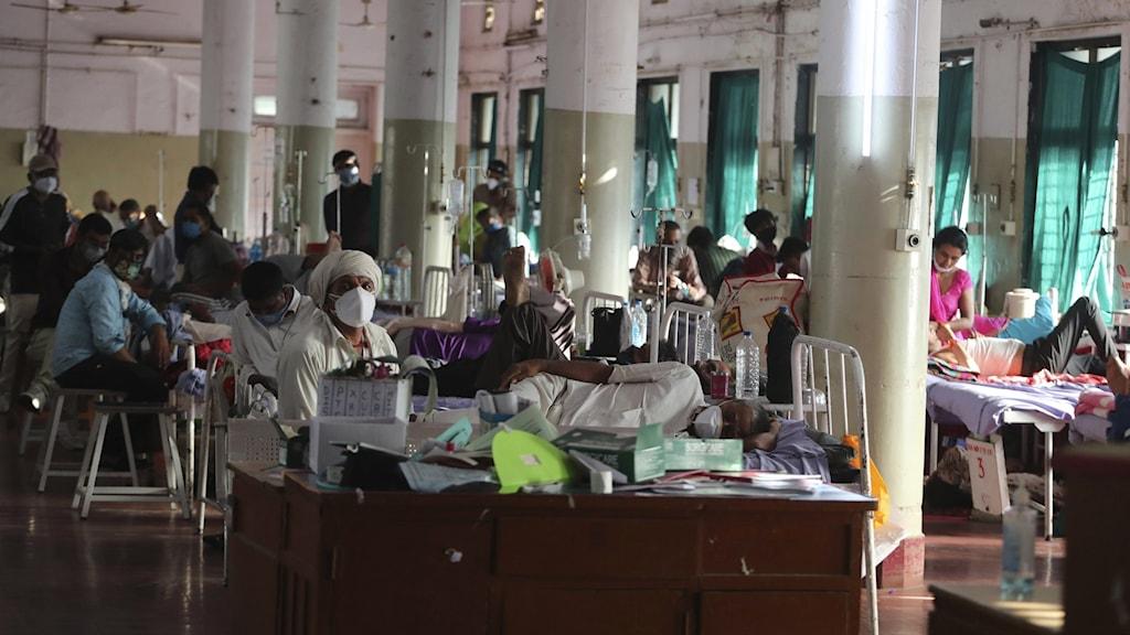 Sjukhussal med många inlagda patienter.