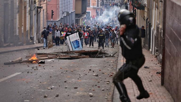 Stora demonstrationer i Ecuadors huvudstad Quito på måndagen.