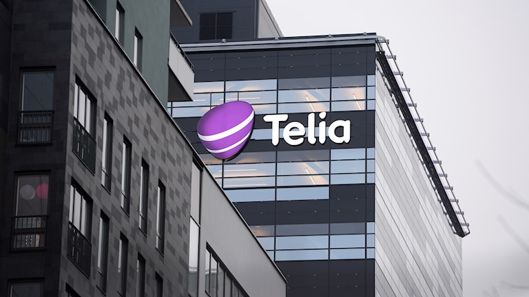 Byggnad med Telias logotyp.