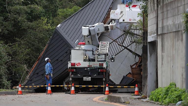 Ett kollapsat hus i Sakura.