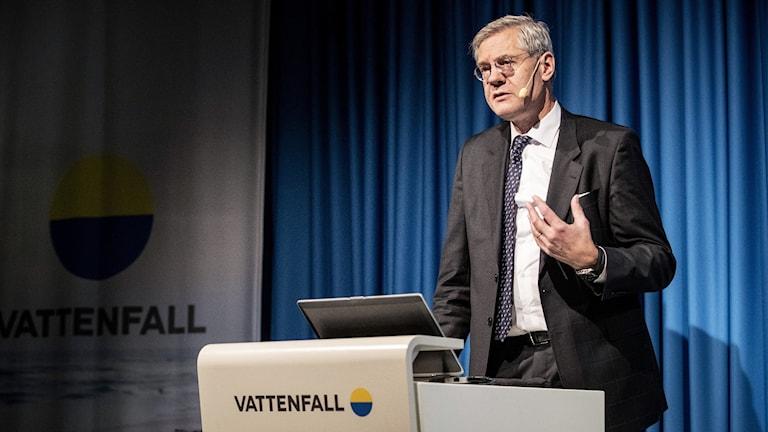 Vattenfalls koncernchef Magnus Hall presenterar företagets delårsrapport under en pressträff på huvudkontoret i Solna.