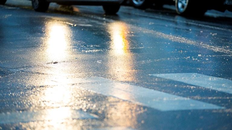 Hala vägar orsakar trafikolyckor på luciamorgonen