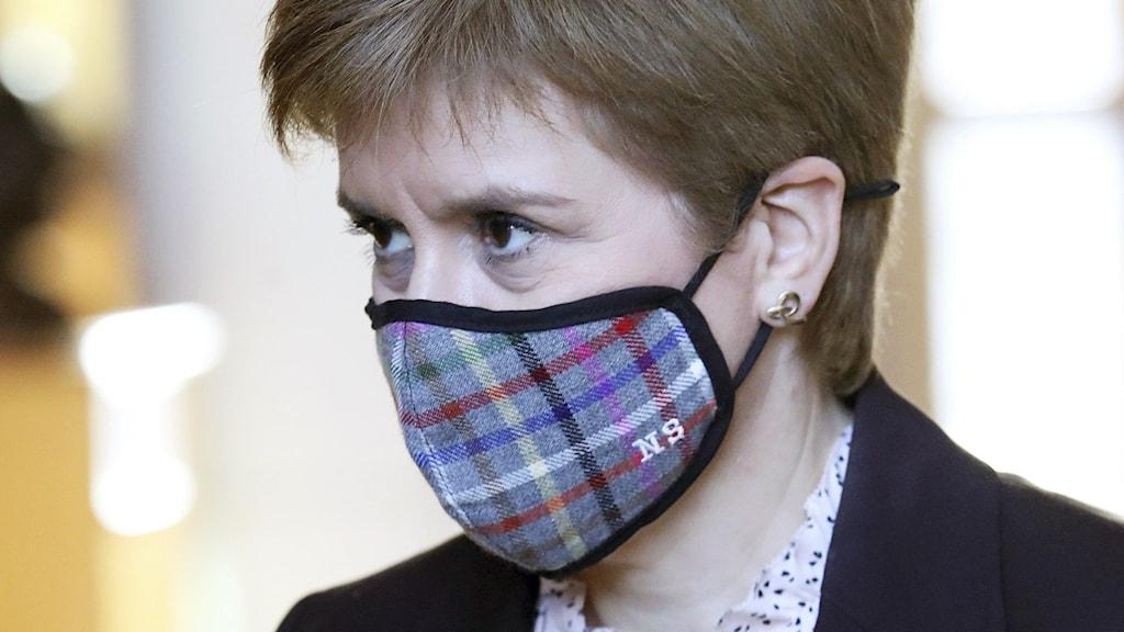 Nicola sturgeon i munskydd