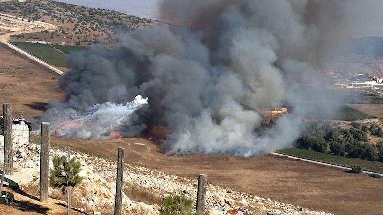 rökmoln efter strider mellan Libanon och Israel