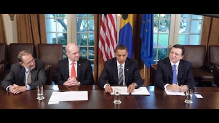 EUs utrikespolitiske talesman Javier Solana, EU-ordföranden Fredrik Reinfeldt, USAs president Barack Obama och EU-kommissionens ordförande José Manuel Barroso. Foto: Ginna Lindberg/SR.