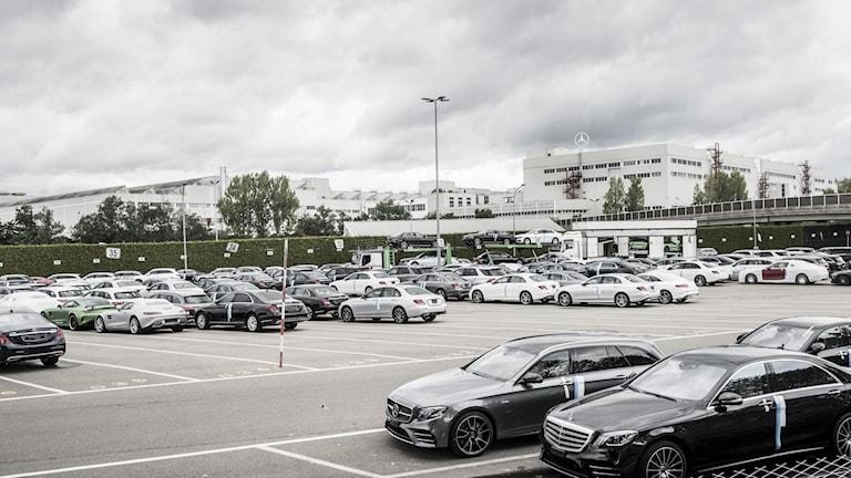Daimler, äger bland annat Mercedes.