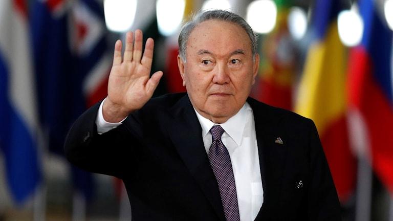 Kazakstans president Nursultan Nazarbayev avgår efter över tre decennier vid makten.