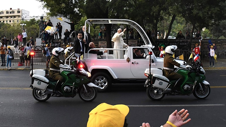 Påven Franciskus har anlänt i Santiago de Chile
