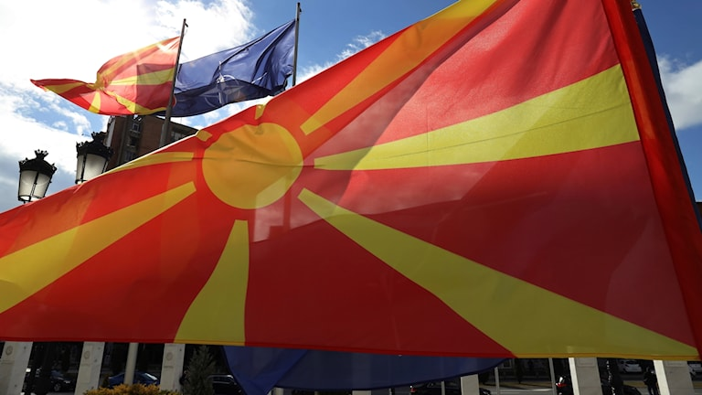 Nordmakedoniens flagga.