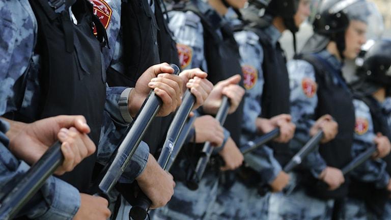 Bild på poliser från den otillåtna demonstrationen i Moskva den 3 augusti.