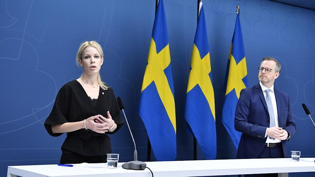 Anna König Jerlmyr (M) och inrikesminister  Mikael Damberg (S)