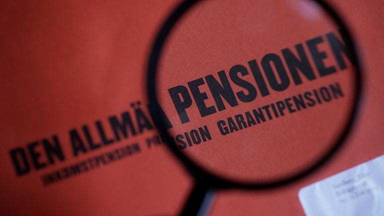 remiepensionssystemet måste styras upp för att öka avkastningen på spararnas pengar.