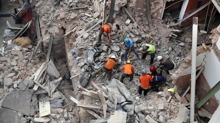 Räddningsarbetet pågår för fullt i Libanon.