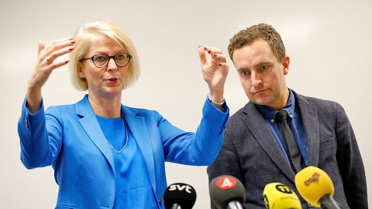 Moderaternas ekonomisk-politiska talesperson Elisabeth Svantesson och partiets rättspolitiska talesperson Tomas Tobé presenterar trygghetspaket ur partiets budgetmotion