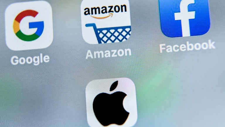Ikoner för Google, Amazon, Facebook och Apple på en mobiltelefonskärm