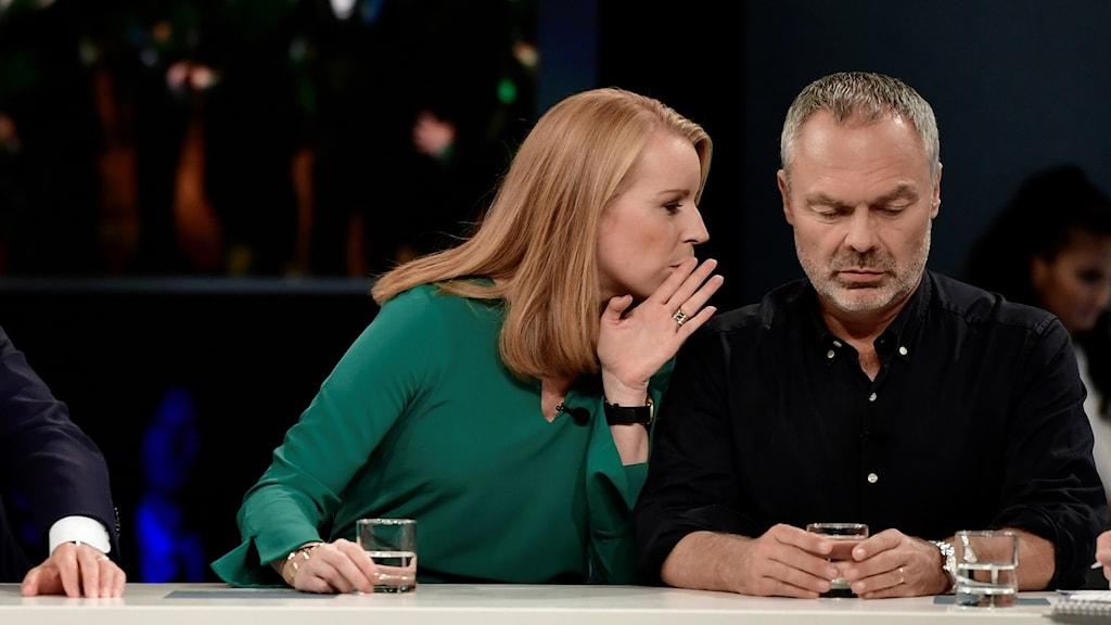 Lööf och Björklund under SVT:s valvaka.