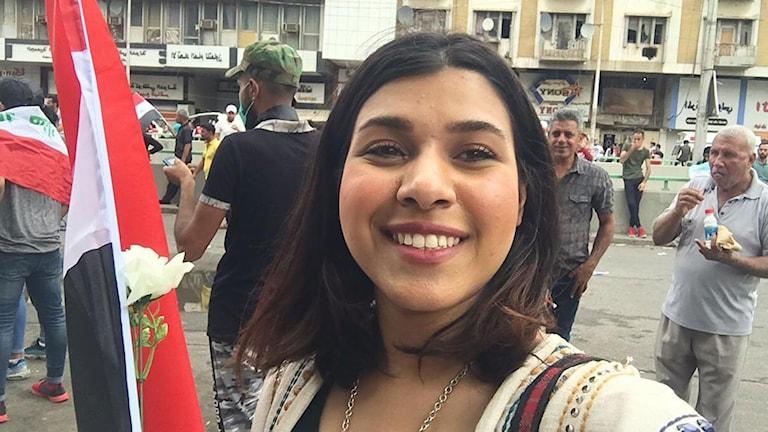 27-åriga Aya som protesterar i centrala Bagdad