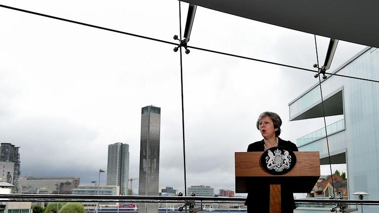 Theresa May under dagens besök i Belfast.