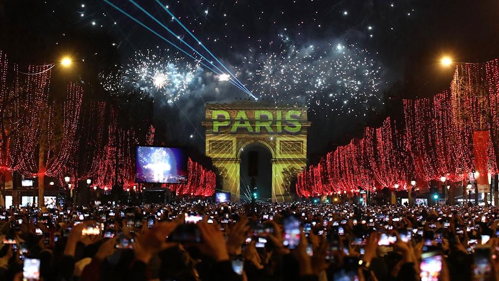 Nyårsfirandet i Paris, Frankrike.