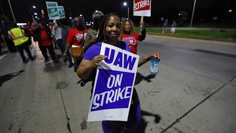 I USA har närmare 50 000 bilarbetare vid 55 av General Motors fabriker gått ut i strejk. Foto: Paul Sancya/TT.