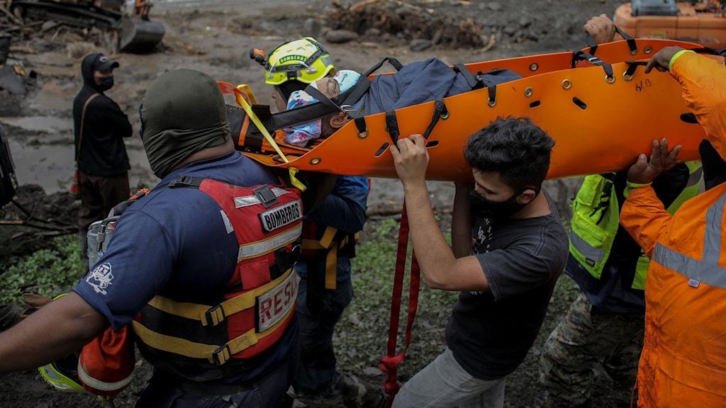 Räddningsarbetare från röda korset