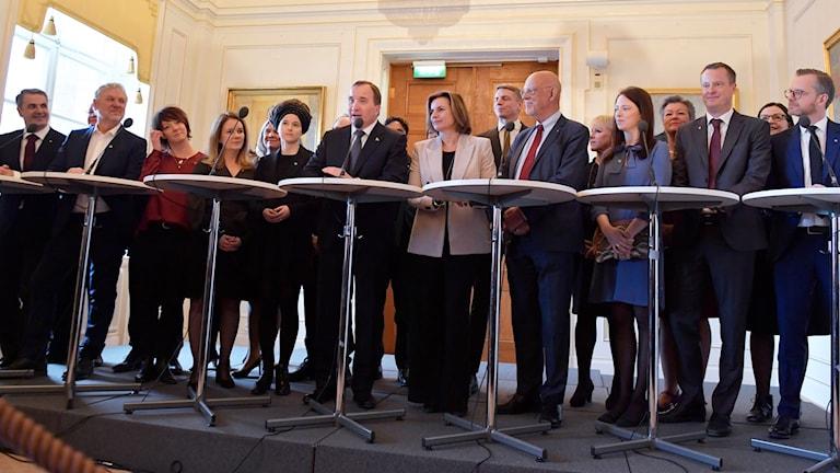 Ministrarna uppställda