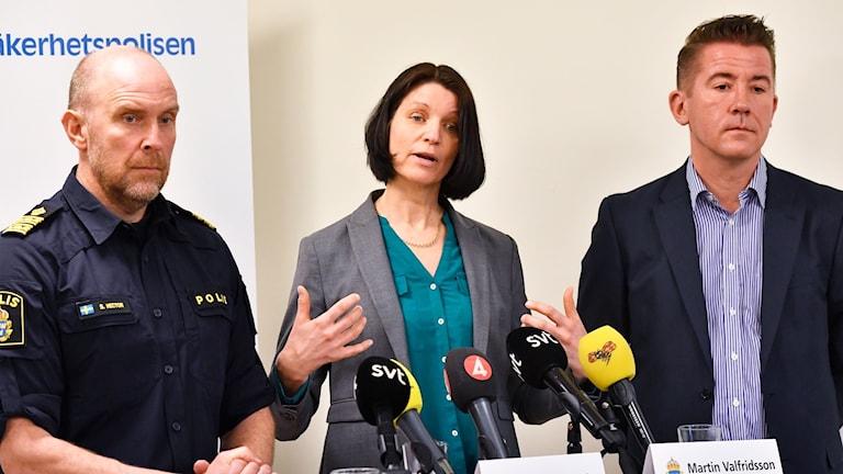Polisens kommenderingschef i valrörelsen Stefan Hector, Säpos kommenderingschef Susanna Trehörning och rättschef Martin Valfridsson under en pressträff om polisens arbete under valrörelsen, på Polishuset i Stockholm.
