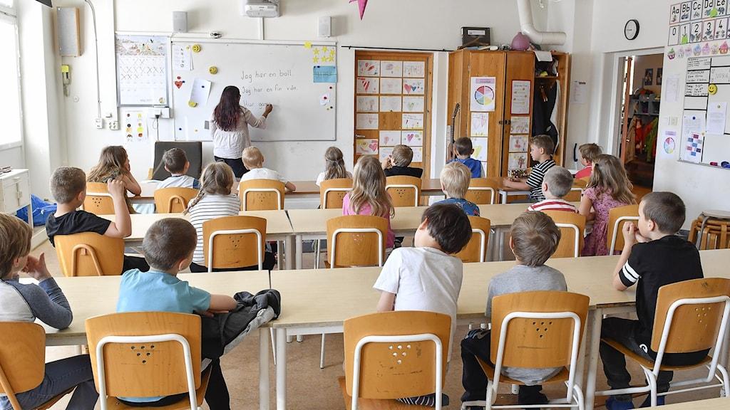 Ett klassrum med barn.