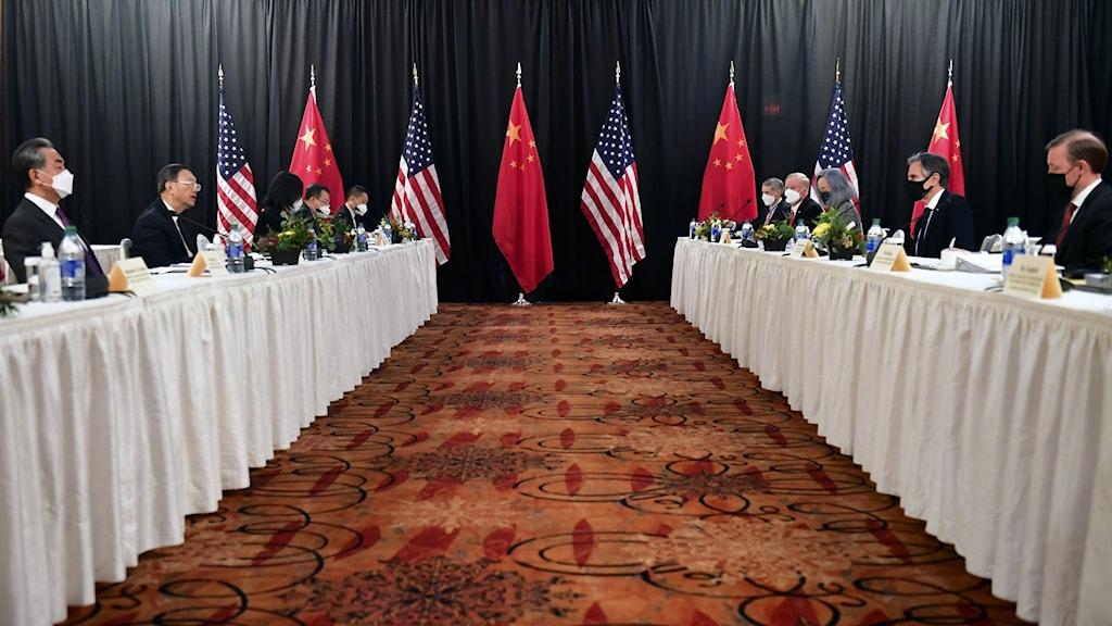 Toppmöte mellan Kina och USA i Alaska.
