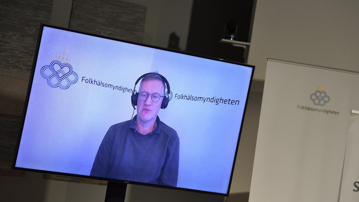 Anders Tegnell på en skärm från dagens digitala pressträff.