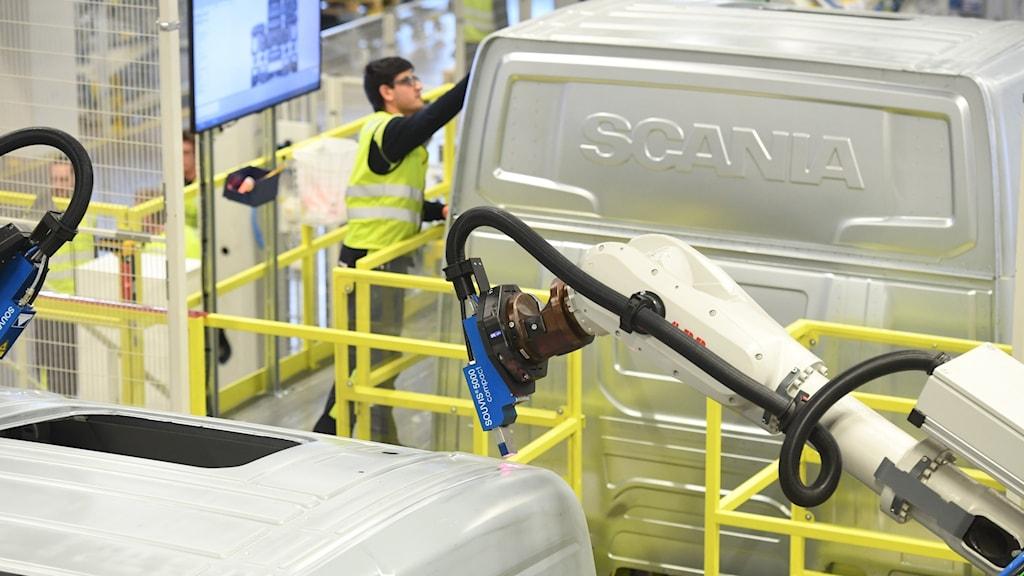 Scania häver permitteringar