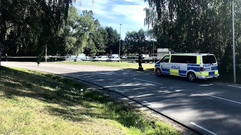 Polisavspärrningar i Fittja.