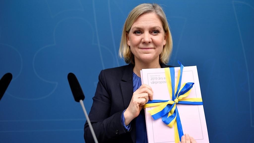 Finansminister Magdalena Andersson (S) presenterar vårändringsbudgeten