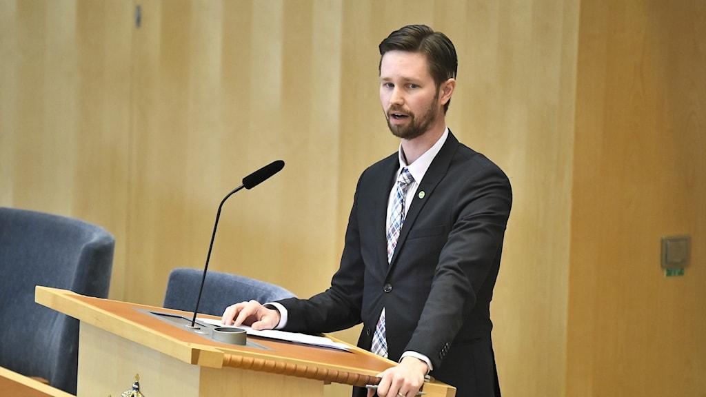 Rasmus Ling, Miljöpartiets migrationspolitiska talesperson.