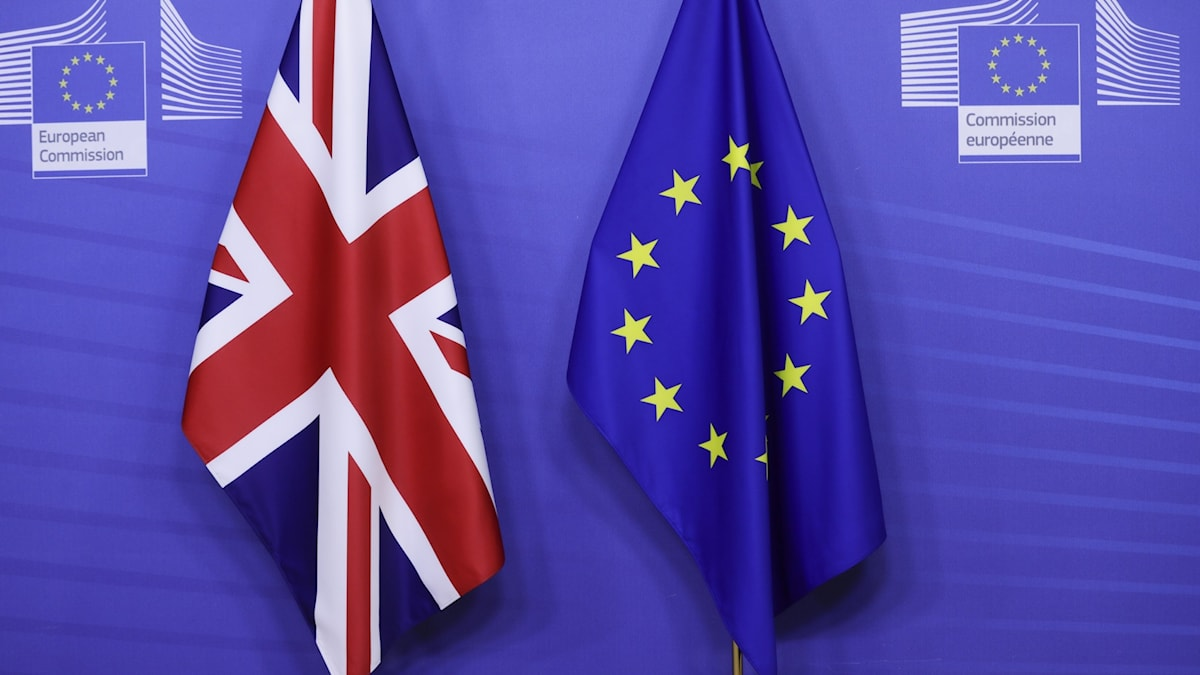 eu:s och storbritanniens flaggor