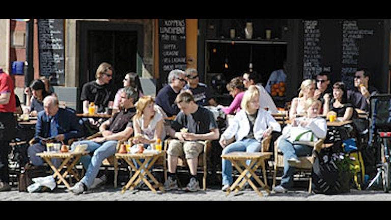 Uteservering på stortoget i Gamla Stan i Stockholm.  Foto: Hasse Holmberg/PRB.
