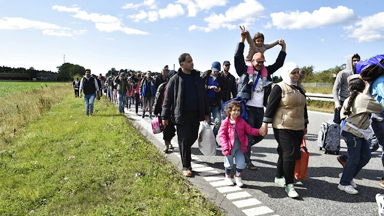 Flyktingar på väg till Danmark.