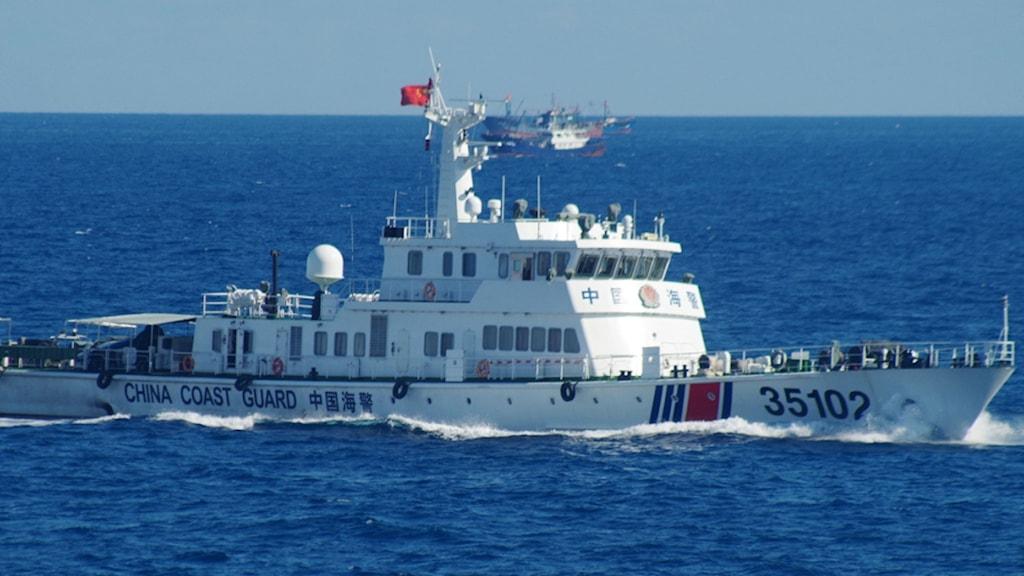 Kinesiskt fartyg på vatten runt öar som Japan och Kina gör anspråk på