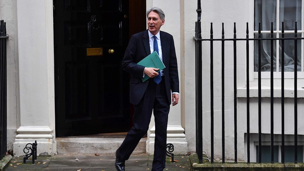 Storbritanniens finansminister Philip Hammond på budgetpromenad
