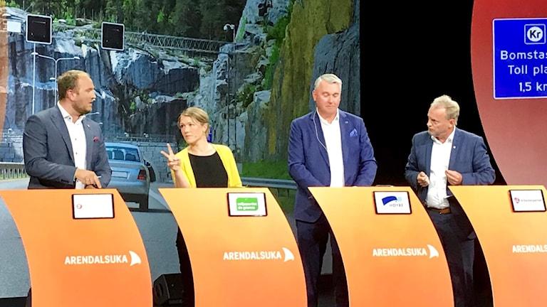 Bompengar är det kanske hetaste debattämnet på politikerveckan i Arendal. Här bl a infrastrukturminister Jon-Georg Dale och miljöpartiet MDG:s talesperson Une Bastholm. Längst till höger Raymond Johansen, Arbeiderpartiet.