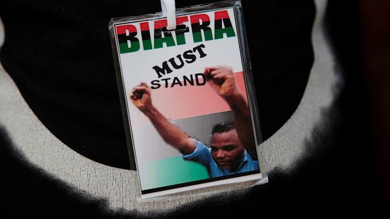 Namnskylt med texten Biafra must stand.