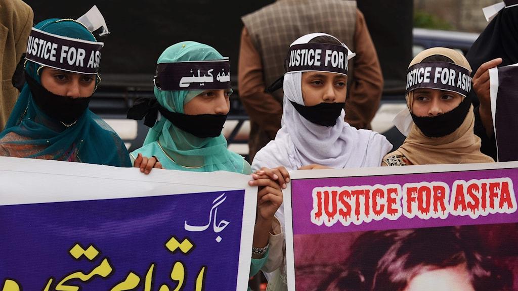 Protester i Pakistan.
