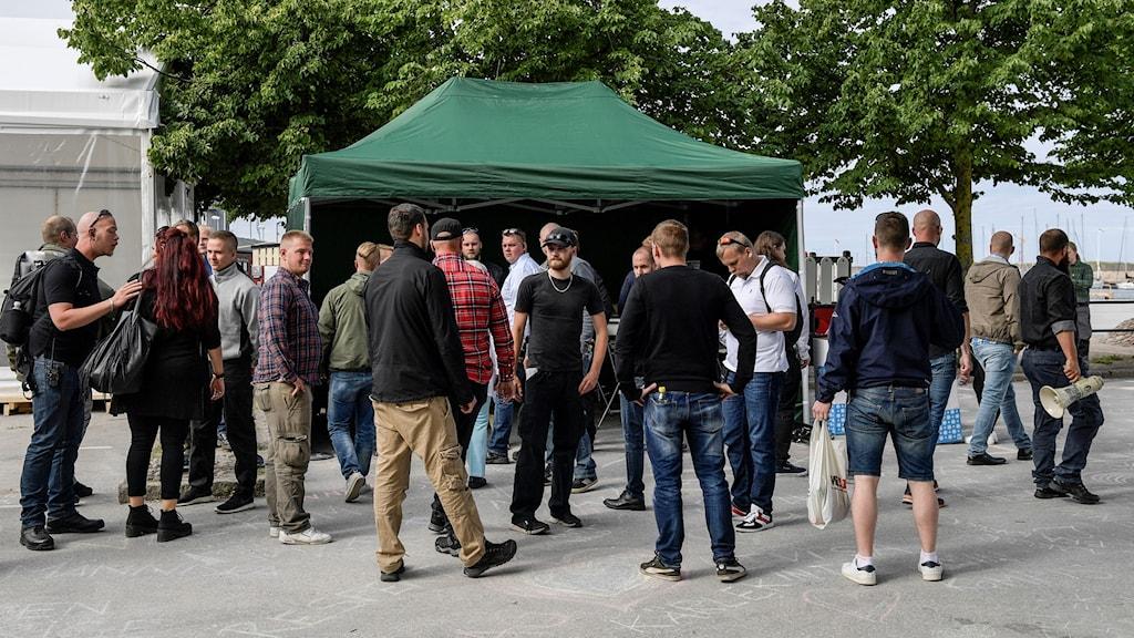 Medlemmar i Nordiska motståndsrörelsen är på plats i Almedalen sommaren 2017. Arkivbild.