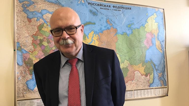 """Dmitrij Trenin kallar det son nu pågår mellan Ryssland och USA för ett """"hybridkrig""""."""