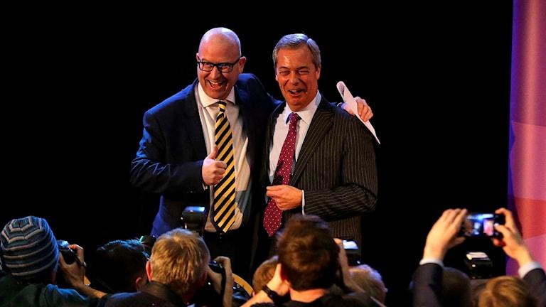 Paul Nuttall, till vänster, firar segern med Nigel Farage