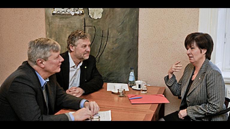 Oppositions ledare laddar upp innan debatten. Foto: Bertil Ericson/Scanpix.