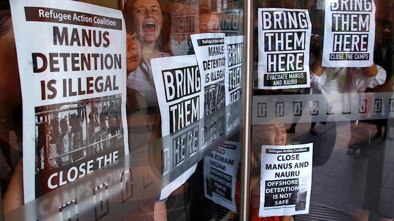 Demonstrationer utanför australiska UD.