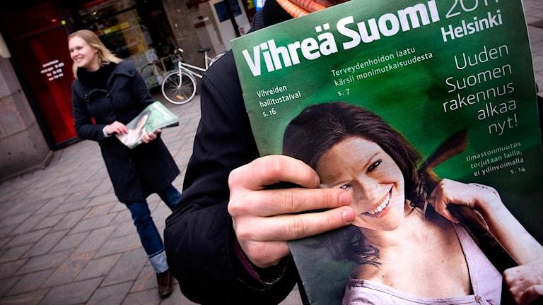 Tidning från De Gröna som delas ut i Helsingfors