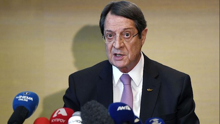 Grekcypriotiske presidenten möter media