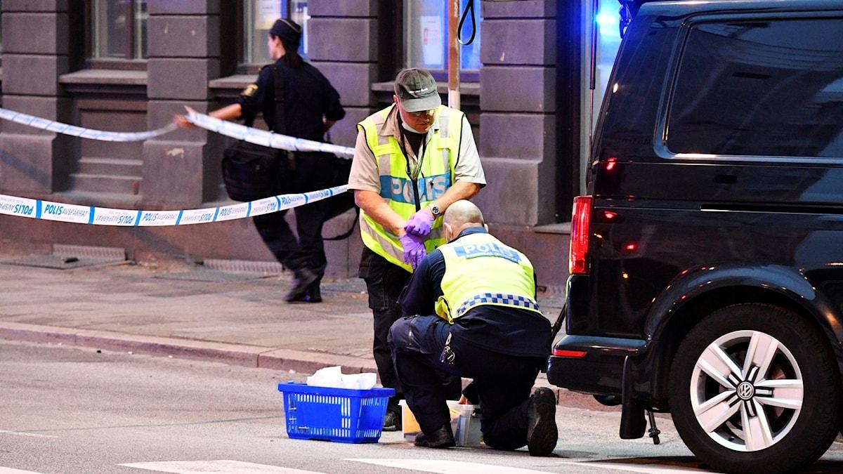 Polisens tekniker på plats på  Drottninggatan nära Rättscentrum i Malmö efter skottlossningen.